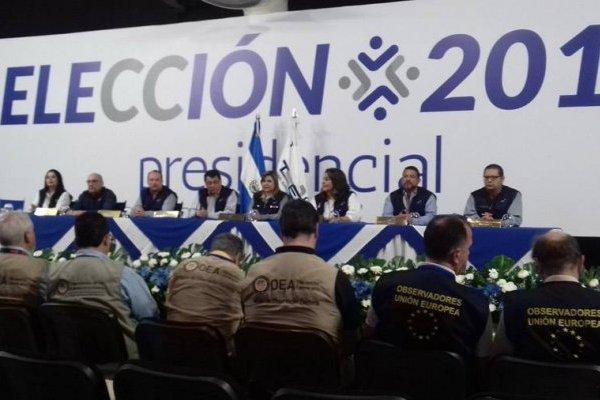 TSE de El Salvador en conferencia