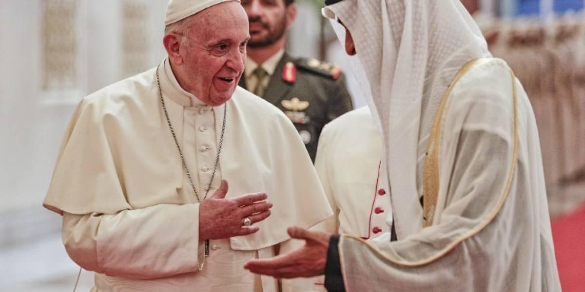 En una visita histórica, Emiratos Arabes Unidos recibe al papa Francisco