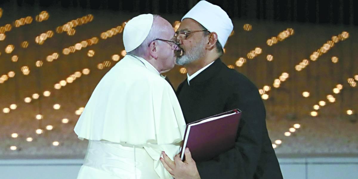 Em Abu Dhabi, Papa Francisco defende 'única família humana'