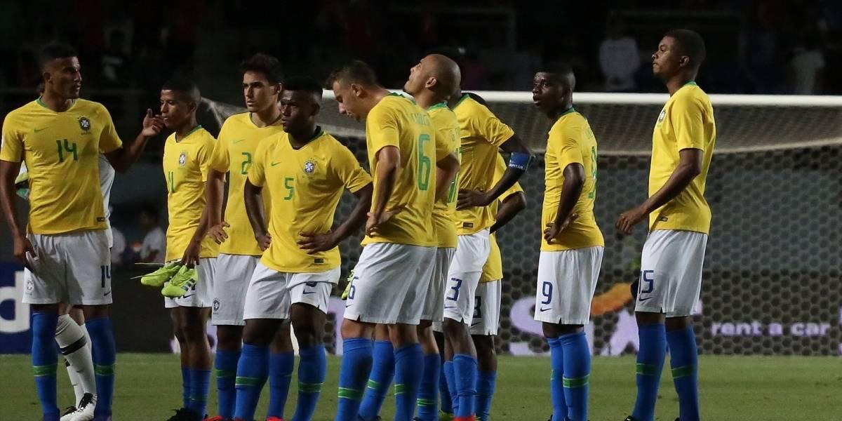 Uruguay choca contra una Brasil en riesgo y necesitada de victorias