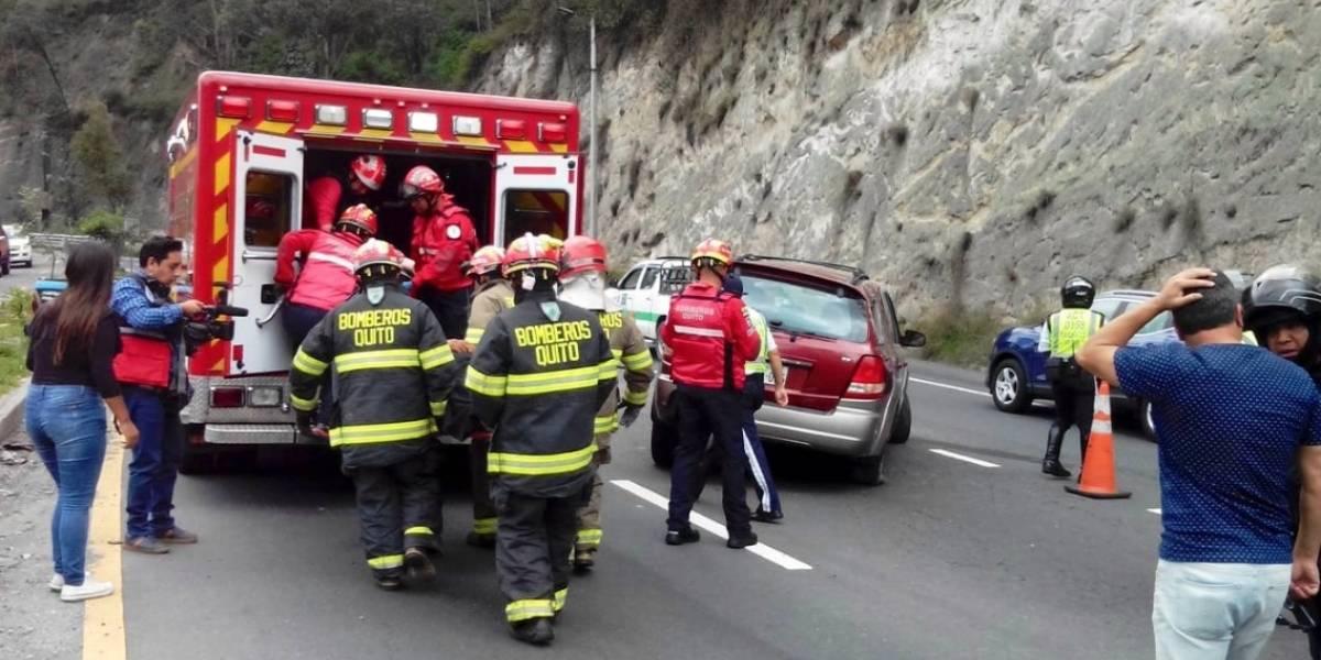 Quito: 5 heridos tras accidente en la Simón Bolívar y Conquistadores, en Guápulo