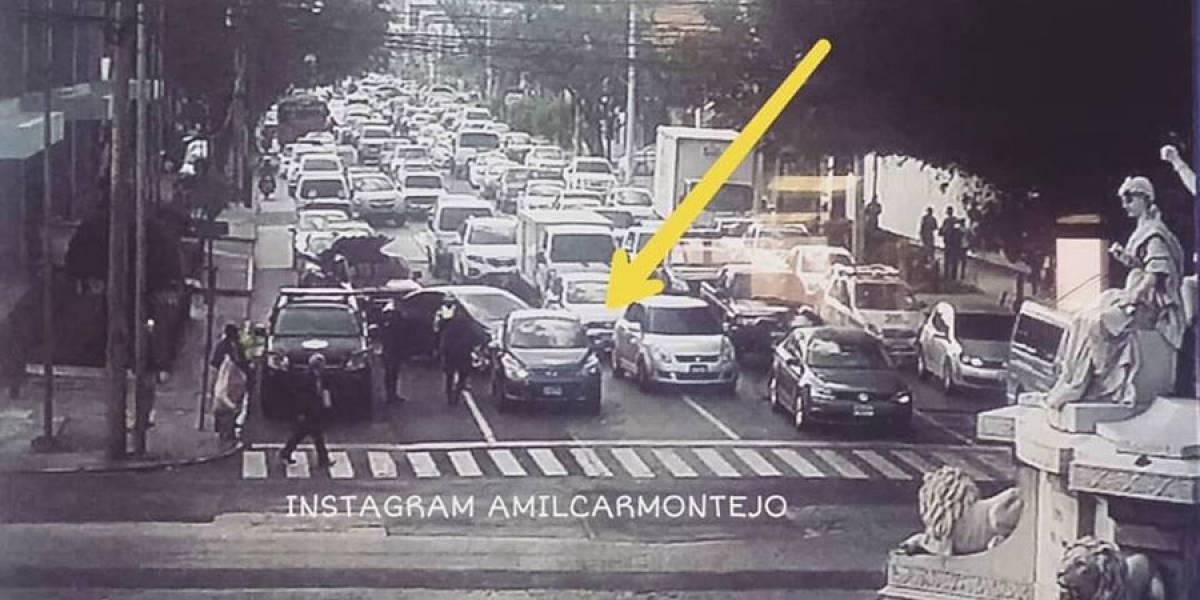Conductor ebrio interrumpe el tránsito en la zona 9 tras quedarse dormido