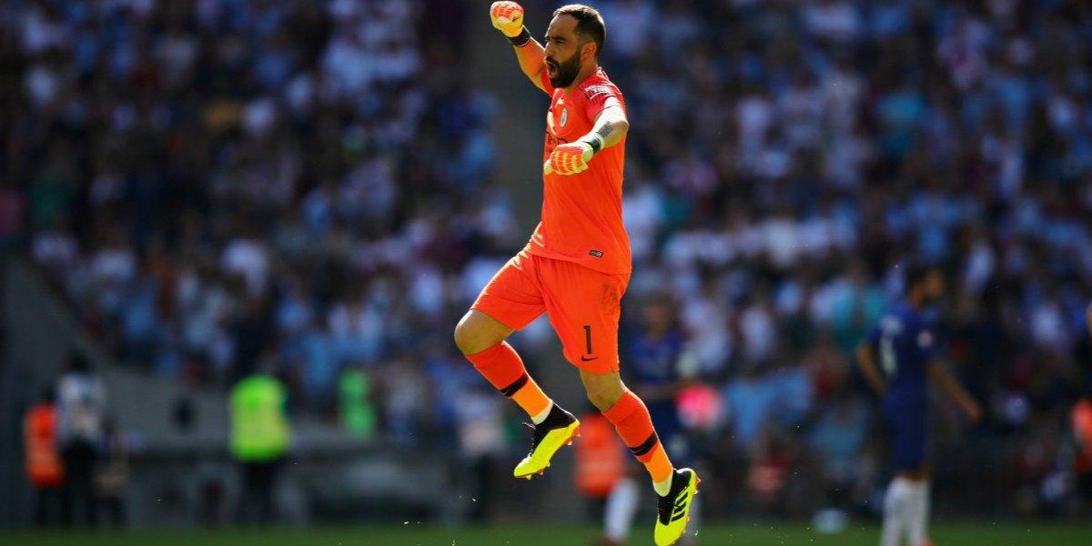 ¿Volverá a jugar? Manchester City inscribe a Claudio Bravo en la Champions League