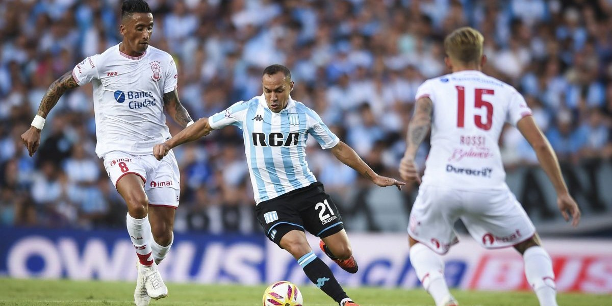 River vence a Racing con goles de Juanfer y Casco — Videos