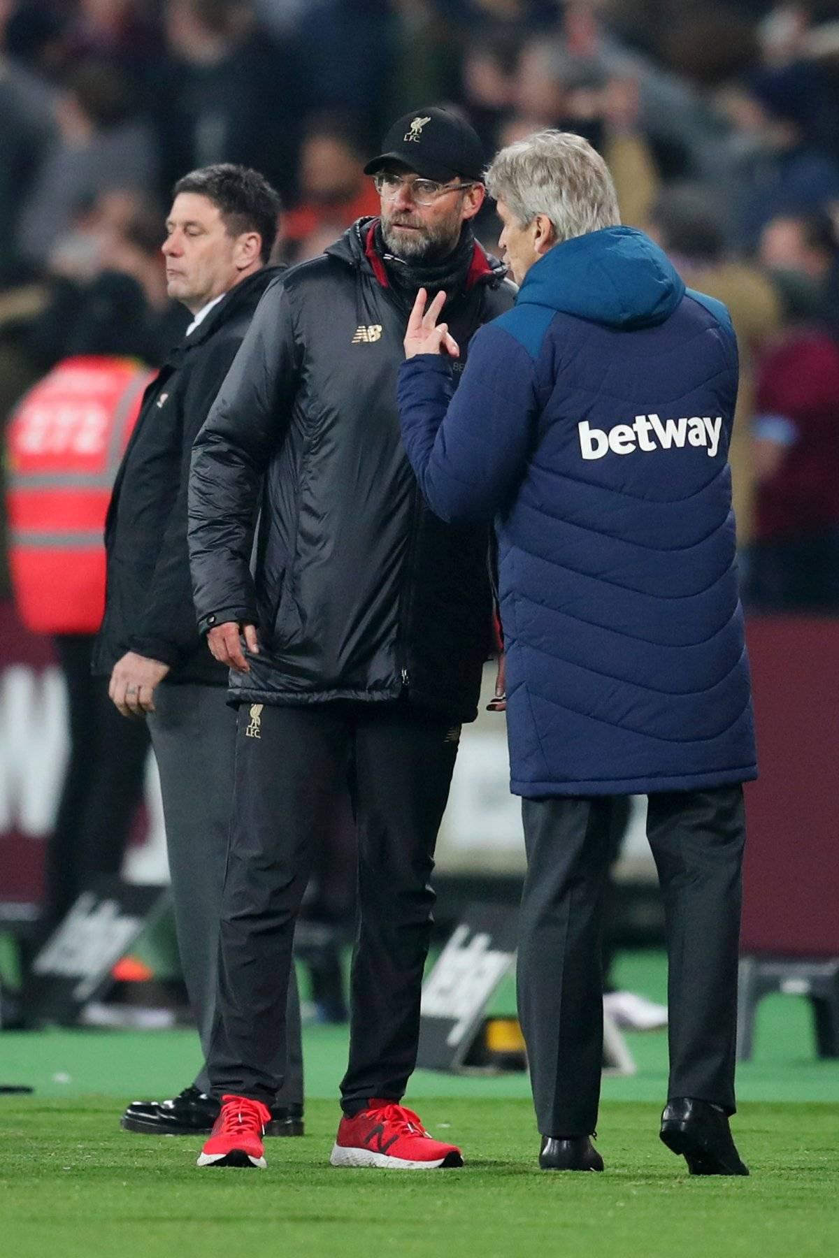 Los técnicos del West Ham y el Liverpool tuvieron una áspera discusión tras el empate 1-1 por la 25º fecha de la Premier League. / Getty Images