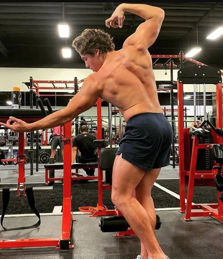 FOTO: El hijo oculto de Schwarzenegger cada vez se parece más a él, dos gotas de agua
