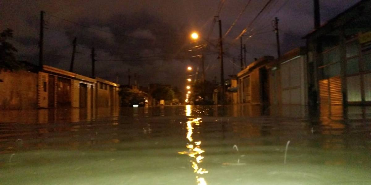 Temporal provoca estragos na Baixada Santista; acompanhe a situação das estradas litorâneas