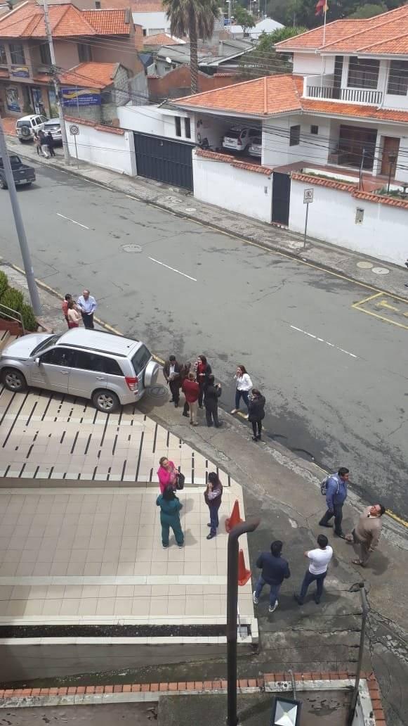 Evacuan edificios en Cuenca Metro Ecuador