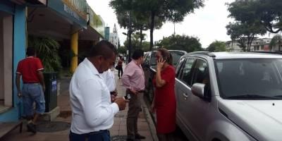 Evacuan edificios en Guayaquil