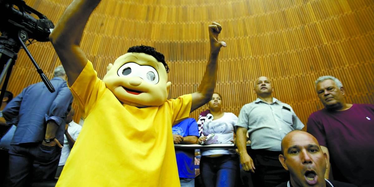 Falta de água em Santo André gera protesto no retorno das atividades da Câmara