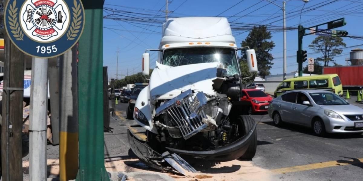 Incendio forestal y accidente de camión complican el tránsito en la zona 12