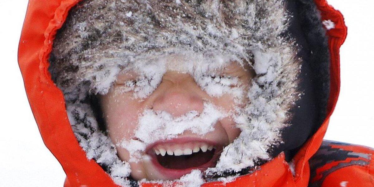 Feroz tormenta de nieve causa estragos oeste de EE. UU.