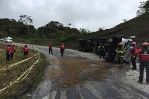 Cierre en la vía Calacalí - Nanegalito tras volcamiento de un tráiler