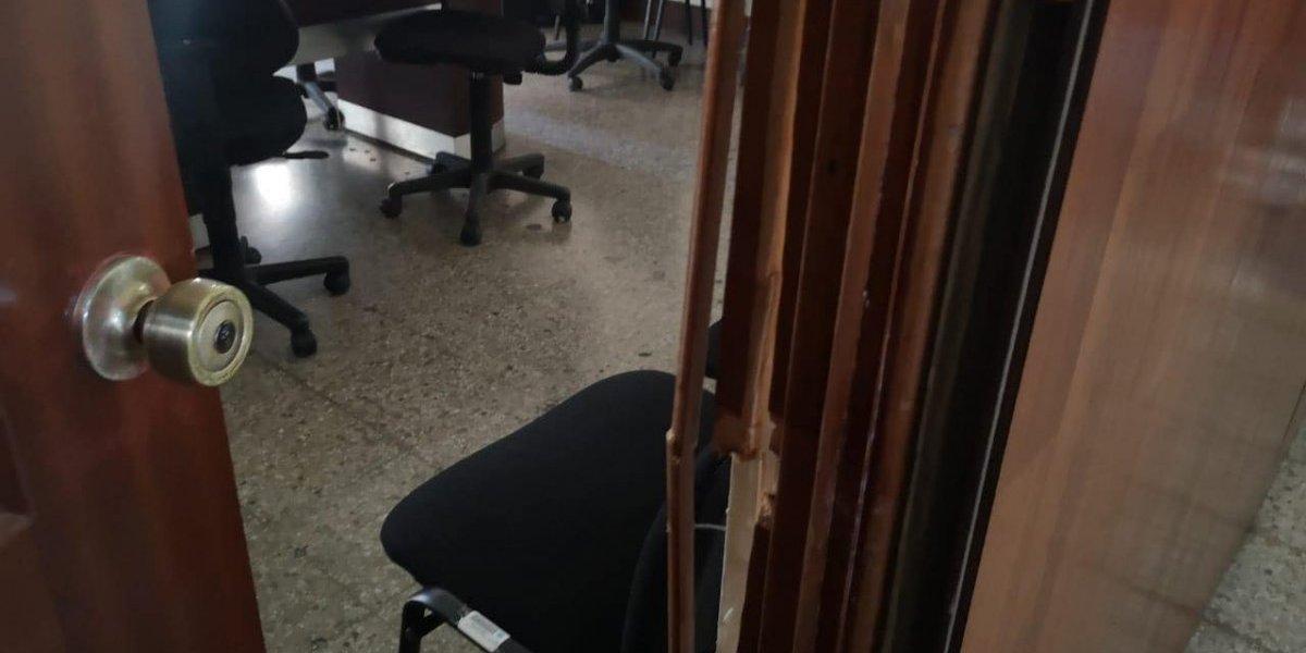 Así quedaron las oficinas de diputados que fueron irrumpidas