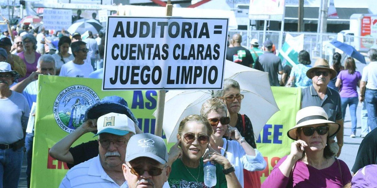 """Opositores al acuerdo de COFINA: """"Esto significa 40 años más de impuestos"""""""