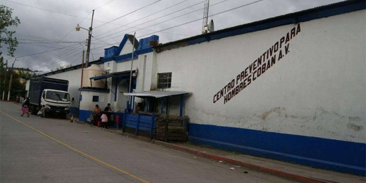 Requisan la cárcel de Cobán en busca de ilícitos