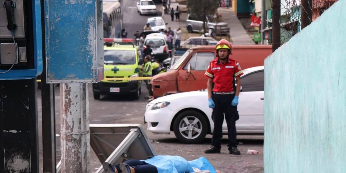 Mujer es asesinada mientras instalaba su venta de comida