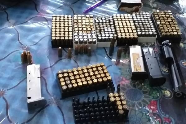 Fusiles y municiones incautadas tras allanamientos