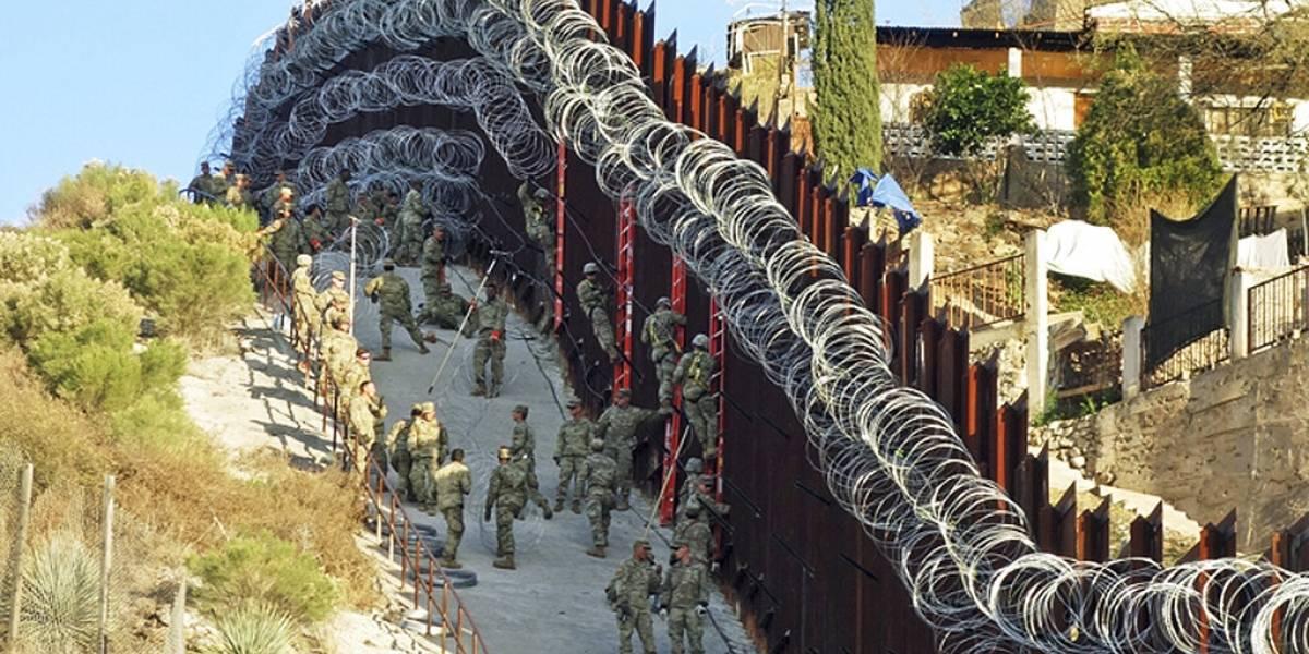 Estados Unidos cubre muro fronterizo con alambre de púas