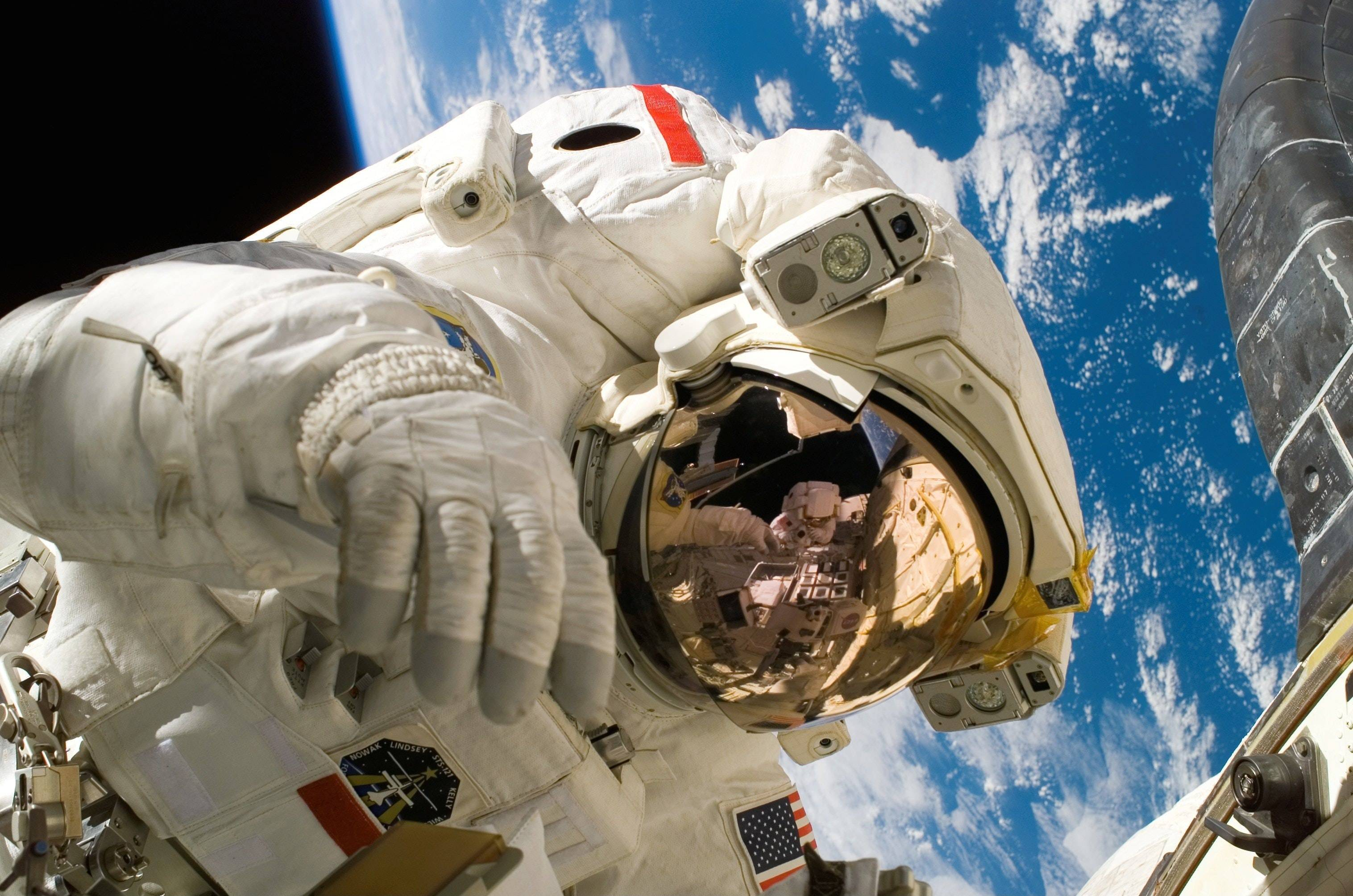 NASA: Mira en vivo la primera caminata de dos astronautas mujeres en el espacio