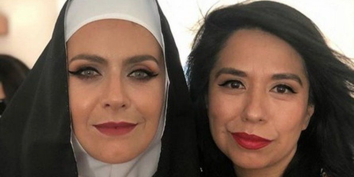 Anita Tijoux contrajo matrimonio usando zapatillas y con Natalia Valdebenito vestida de monja