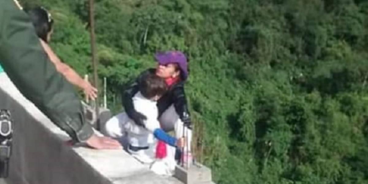 Niño le suplicó a su mamá que no se lanzara del puente en Ibagué