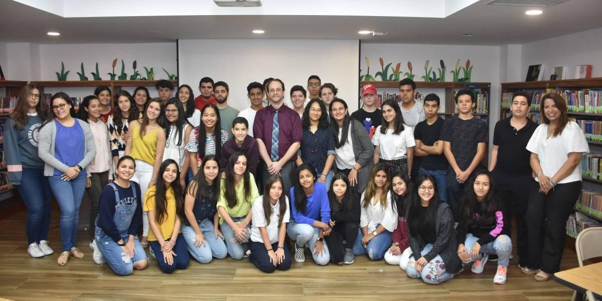 Colegio Ashton School imparte taller sobre debate