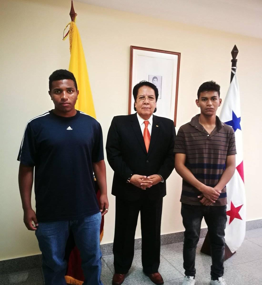 El Embajador del Ecuador en Panamá, Dr. Galo Enríquez, recibe a los familiares del compatriota Juan Carlos Espinoza Cazar