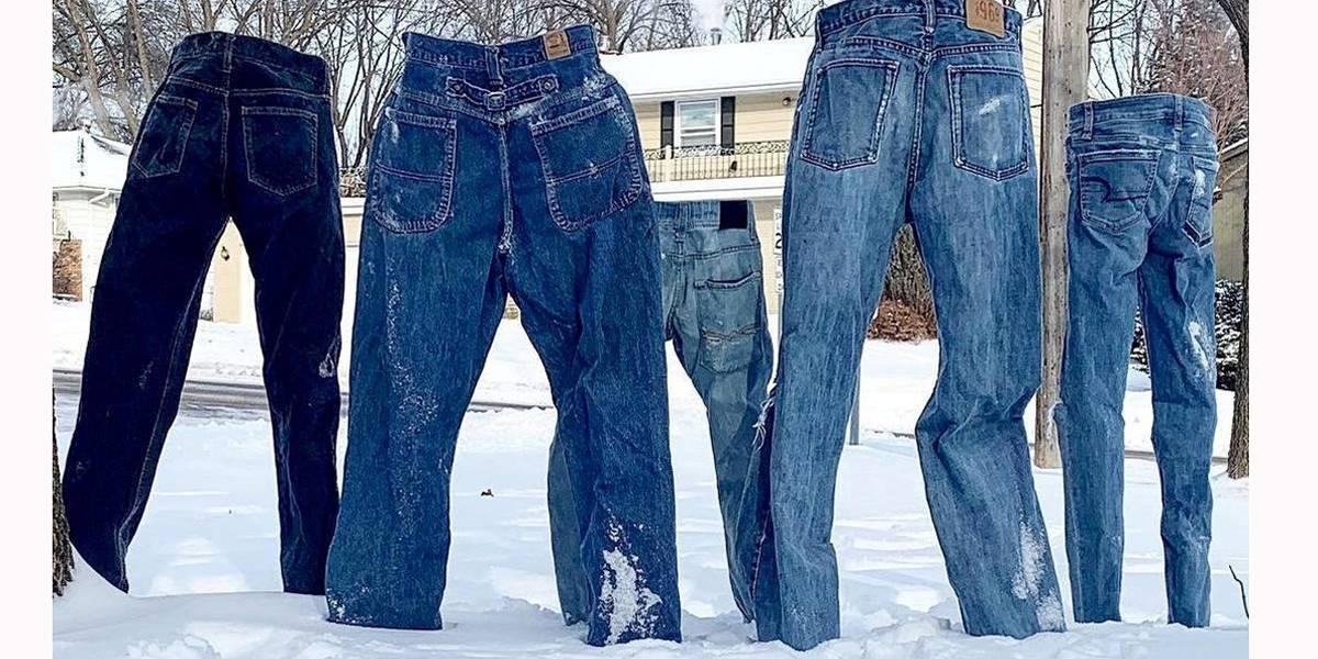 Frio nos EUA congela até calças jeans na neve