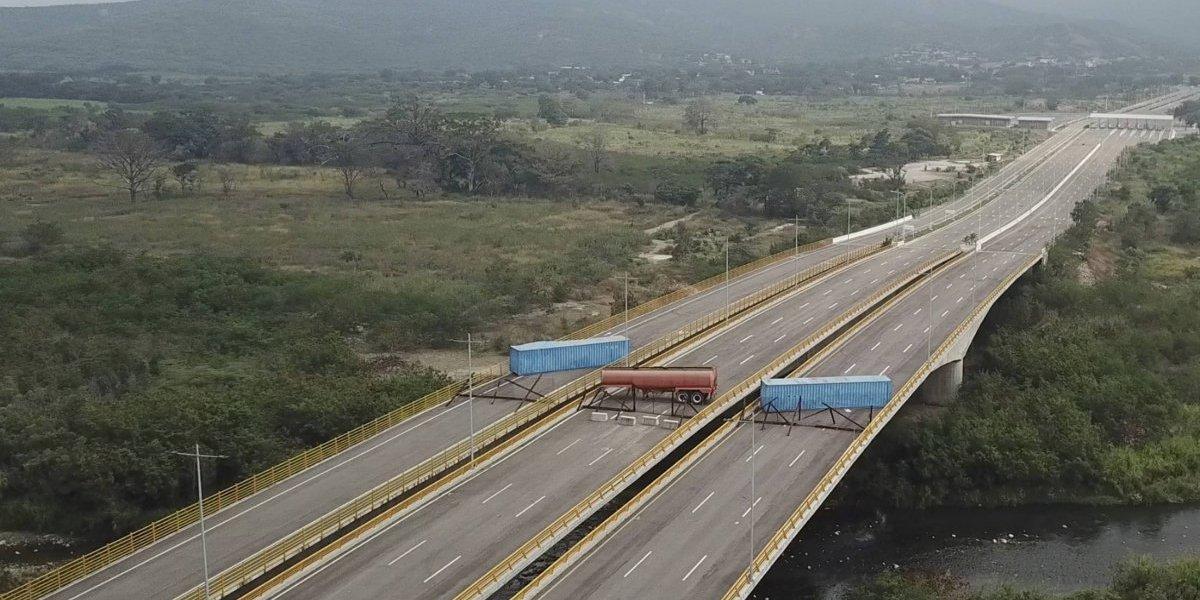 Guaidó denuncia bloqueo militar de Maduro para evitar ingreso de ayuda