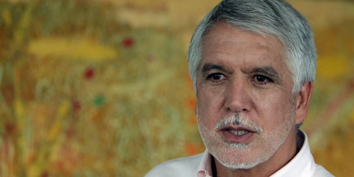 Coronell denuncia a Peñalosa por recibir donaciones de constructores