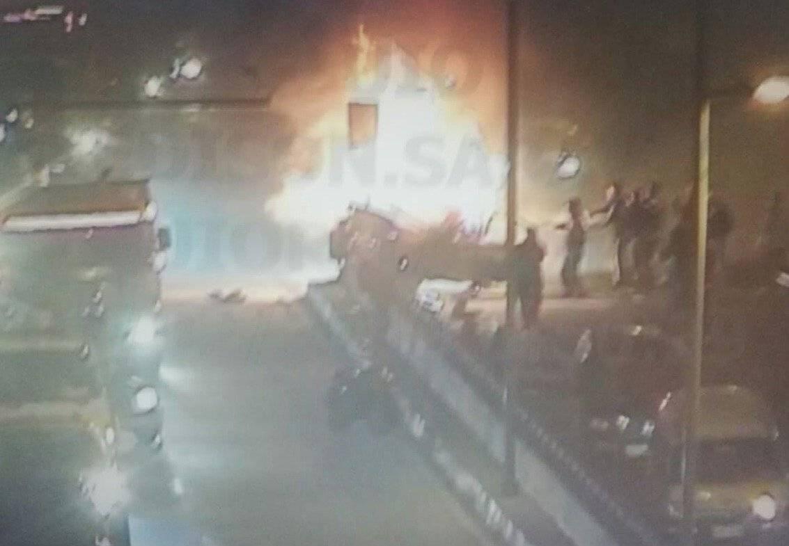 ncendio vehicular en la avenida Mariscal Sucre AMT