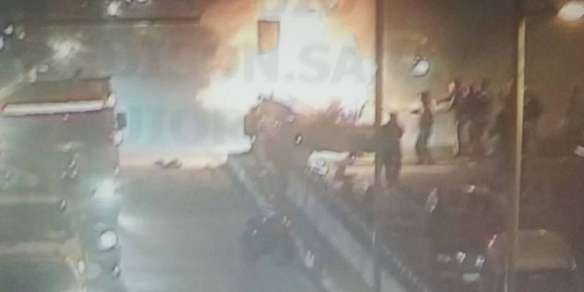 Quito: Incendio vehicular en la avenida Mariscal Sucre