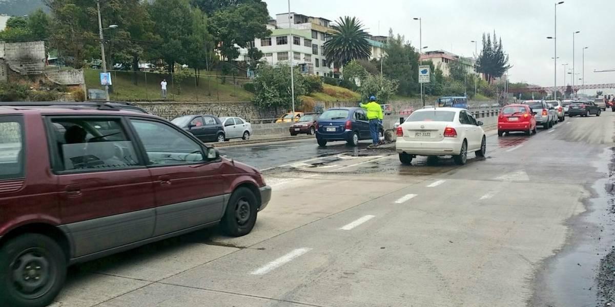 Quito: La avenida Mariscal Sucre está habilitada en su totalidad tras incendio vehicular