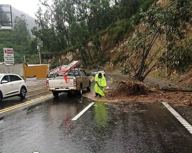 Avenida Interoceánica totalmente habilitada tras deslizamiento de tierra