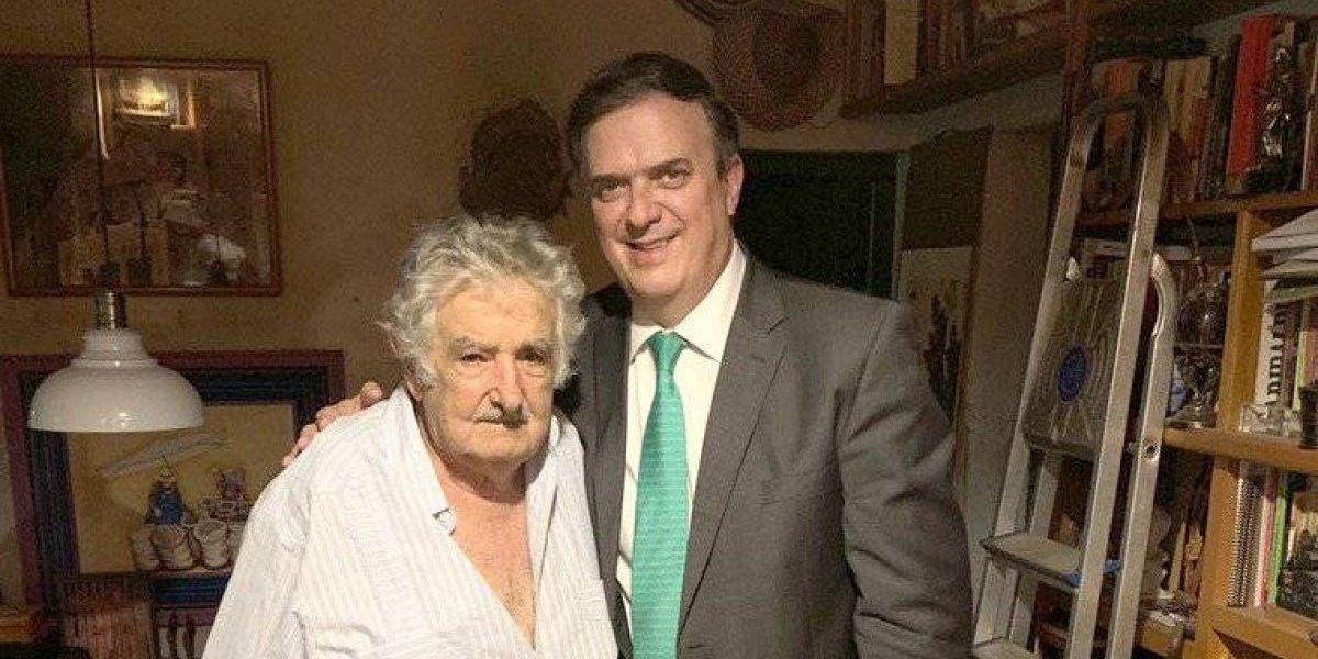 Marcelo Ebrard presume foto con ex presidente de Uruguay, José Mujica