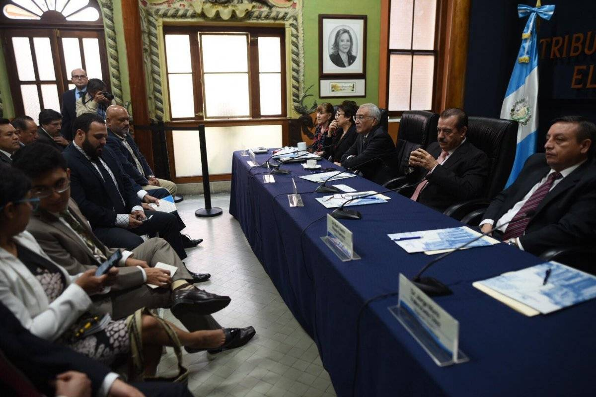 Reunión fiscales partidos políticos y TSE
