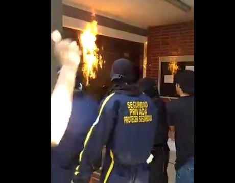 Encapuchados prendieron fuego a la puerta de la rectoría en la Universidad del Atlántico