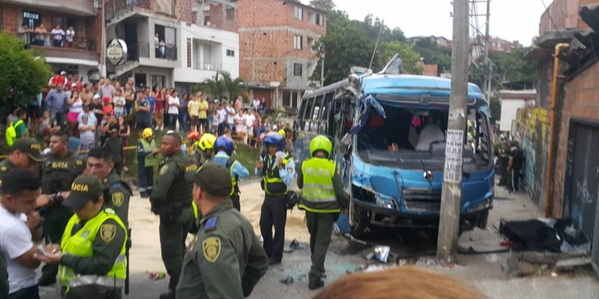 Bus de Rionegro se volcó en el barrio Buenos Aires, se reportan varios heridos