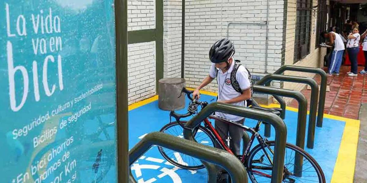 Cali estrena dos biciparqueaderos para estimuar la movilidad en bicicleta