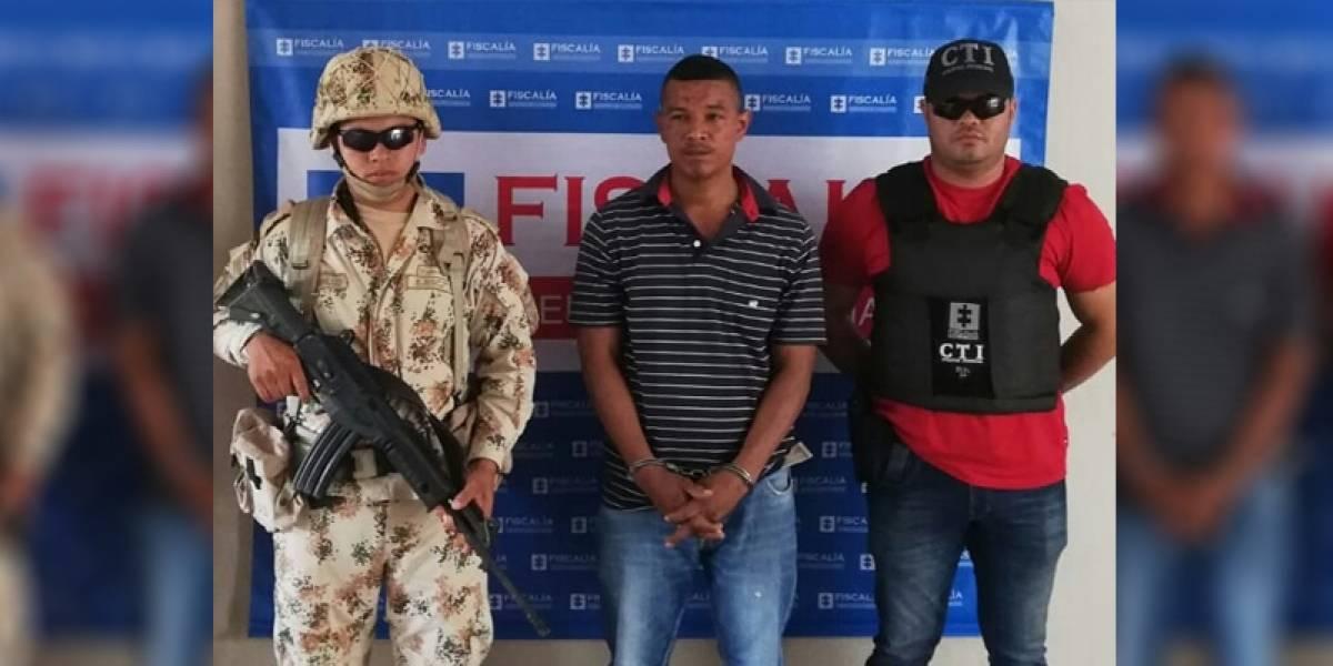 Lo capturaron acusado de atacar a tiros y a cuchillo a sus padres y hermanos