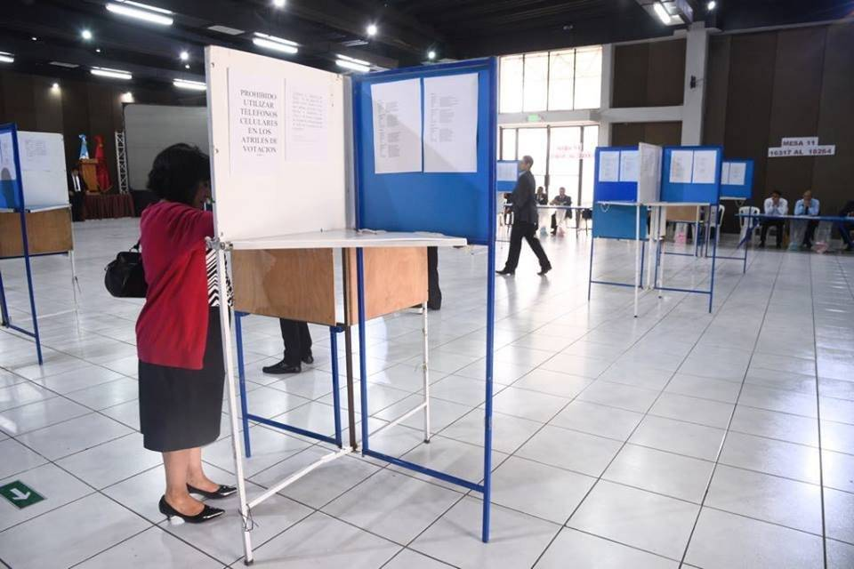 Abogados y notarios realizan votaciones para elegir autoridades en el CANG.
