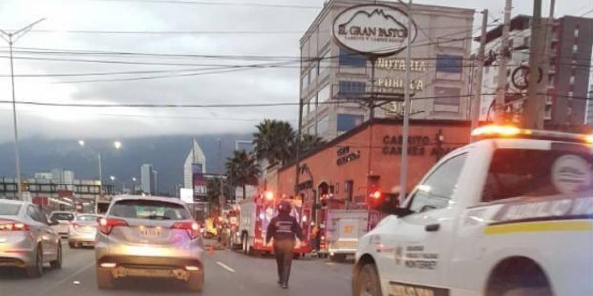 Encapuchados queman restaurante Gran Pastor en Monterrey, NL