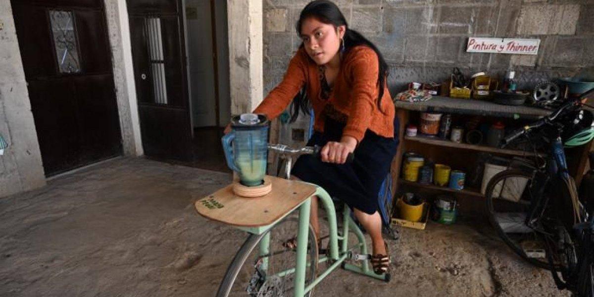Indígenas guatemaltecos convierten bicicletas en máquinas por el planeta