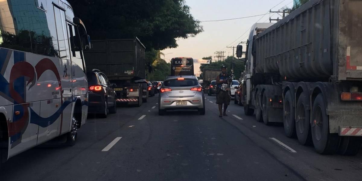 Ladrões se passam por camelôs para assaltar motoristas na marginal Pinheiros