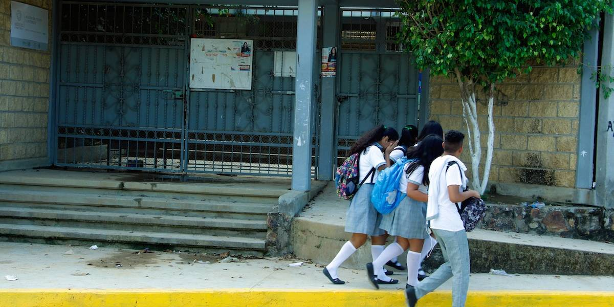 Morena propone prohibir el reguetón en festivales escolares
