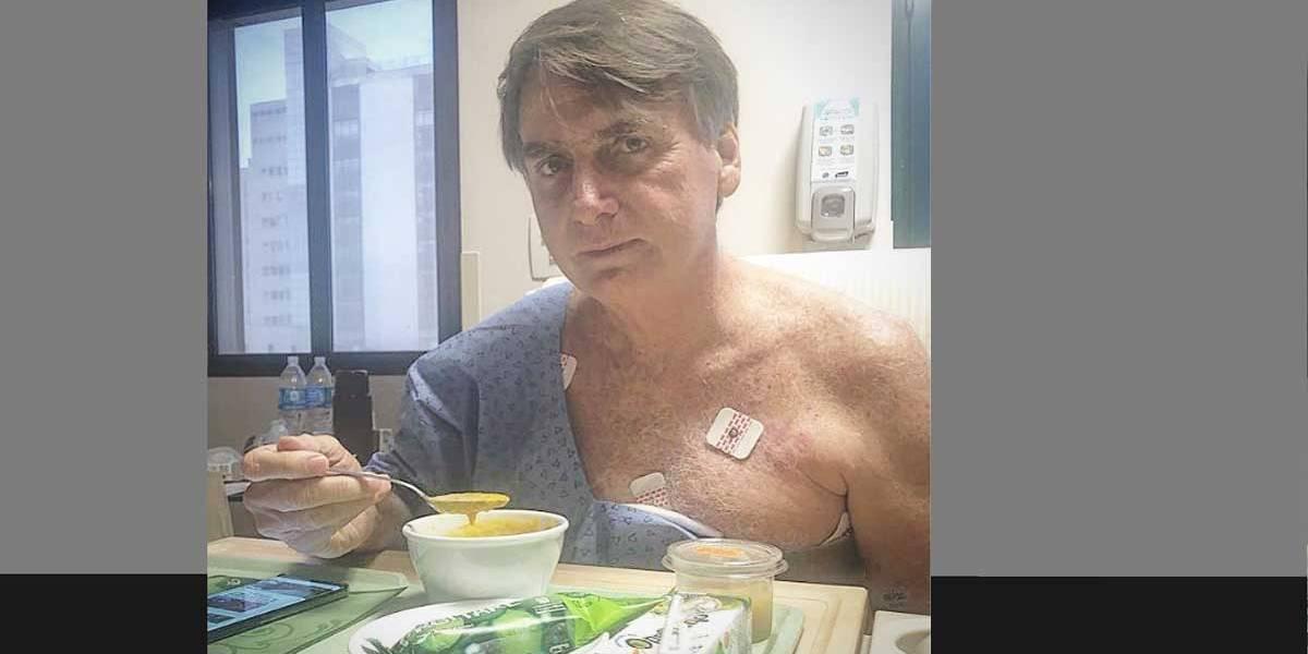 Indicando que se recupera, Bolsonaro publica foto almoçando no hospital