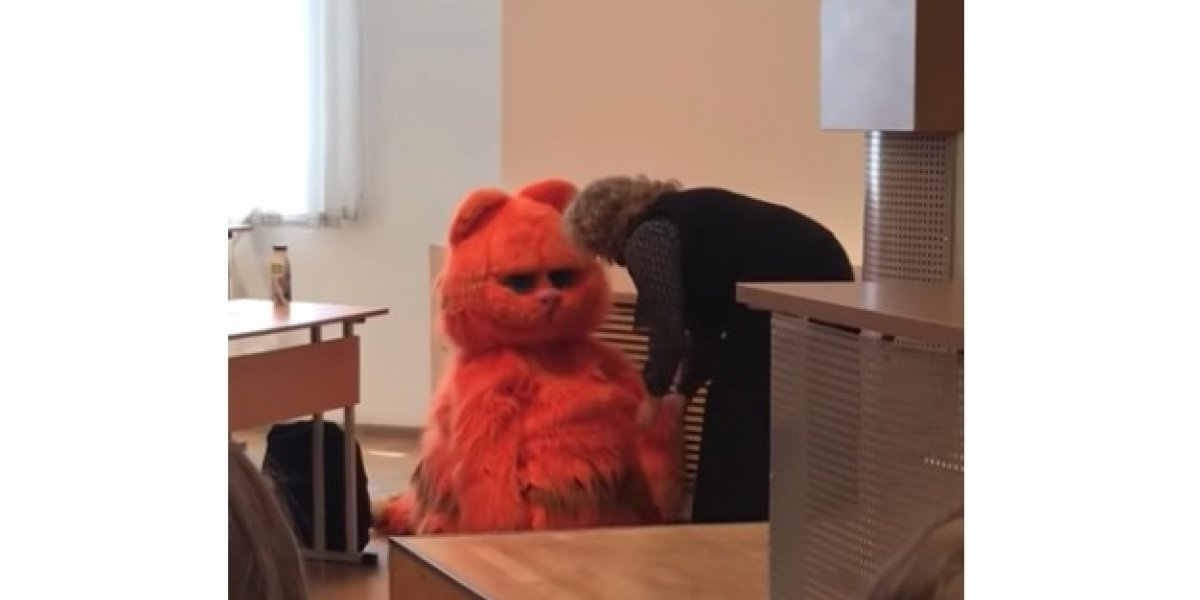 ¿Lo que sea por pasar? Estudiante se disfraza de Garfield para que su profesora lo aprobara