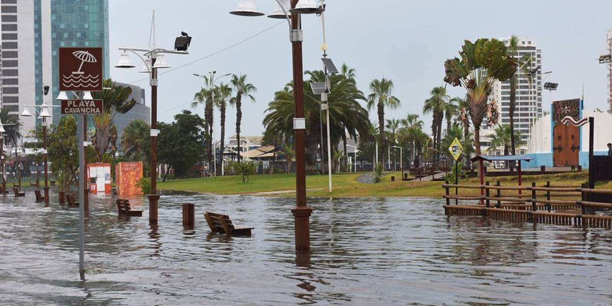 Fuertes lluvias obligan el cierre de la Zona Franca de Iquique