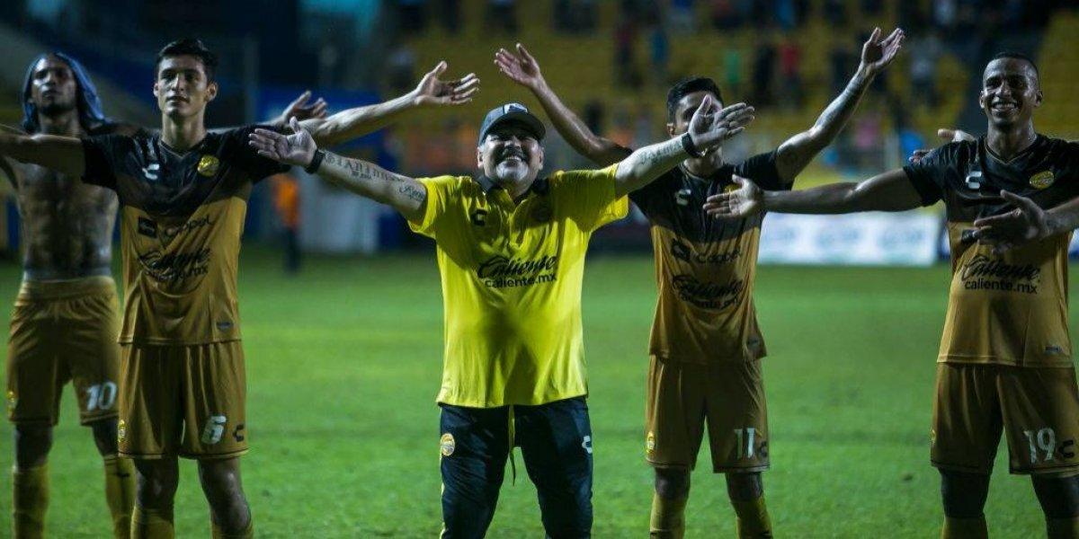 Dorados por fin ganan, pero Maradona es expulsado